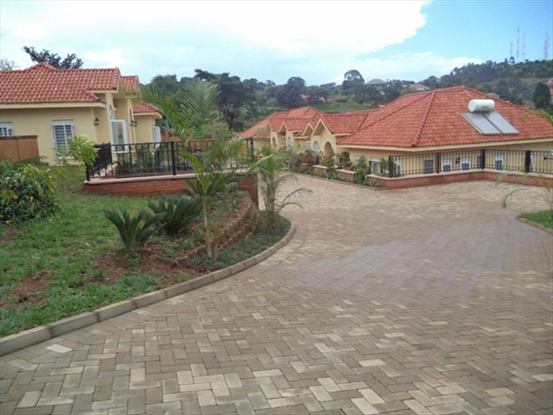 Villa for rent in Bwebajja Wakiso