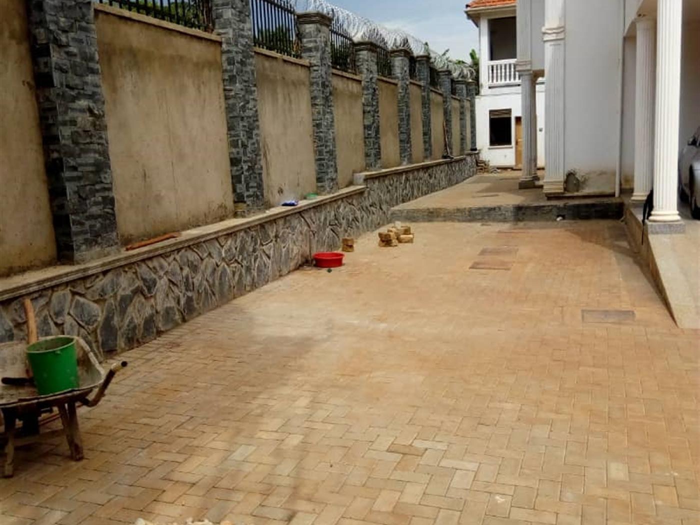 Duplex for rent in Bwebajja Wakiso