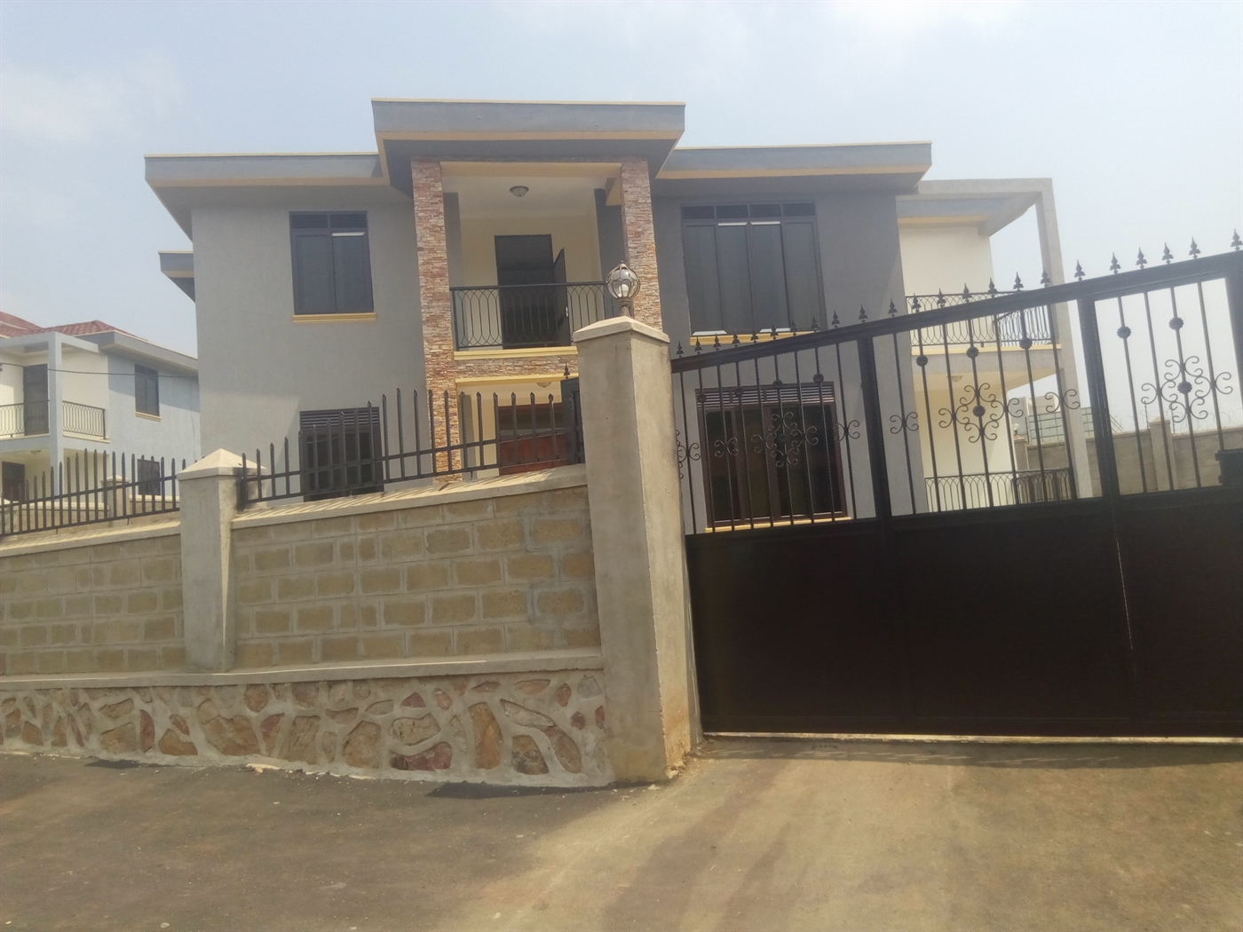 Villa for sale in Lubowa Wakiso