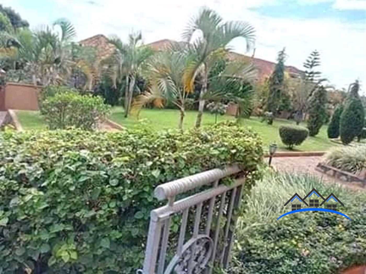 Mansion for sale in Kyengera Wakiso