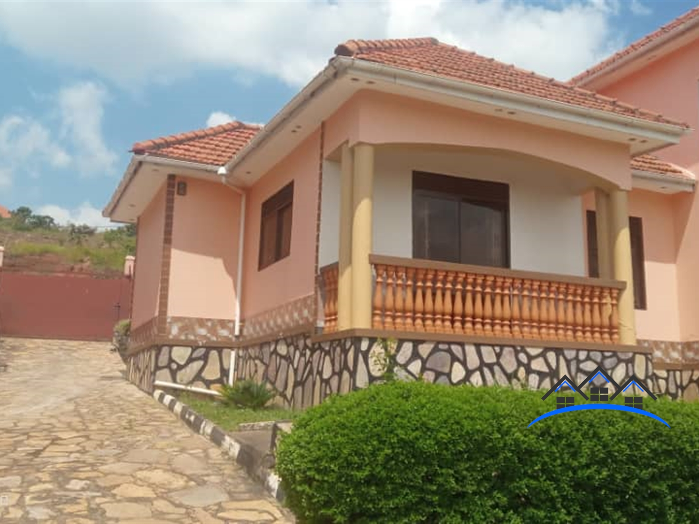 Storyed house for sale in Bwebajja Wakiso