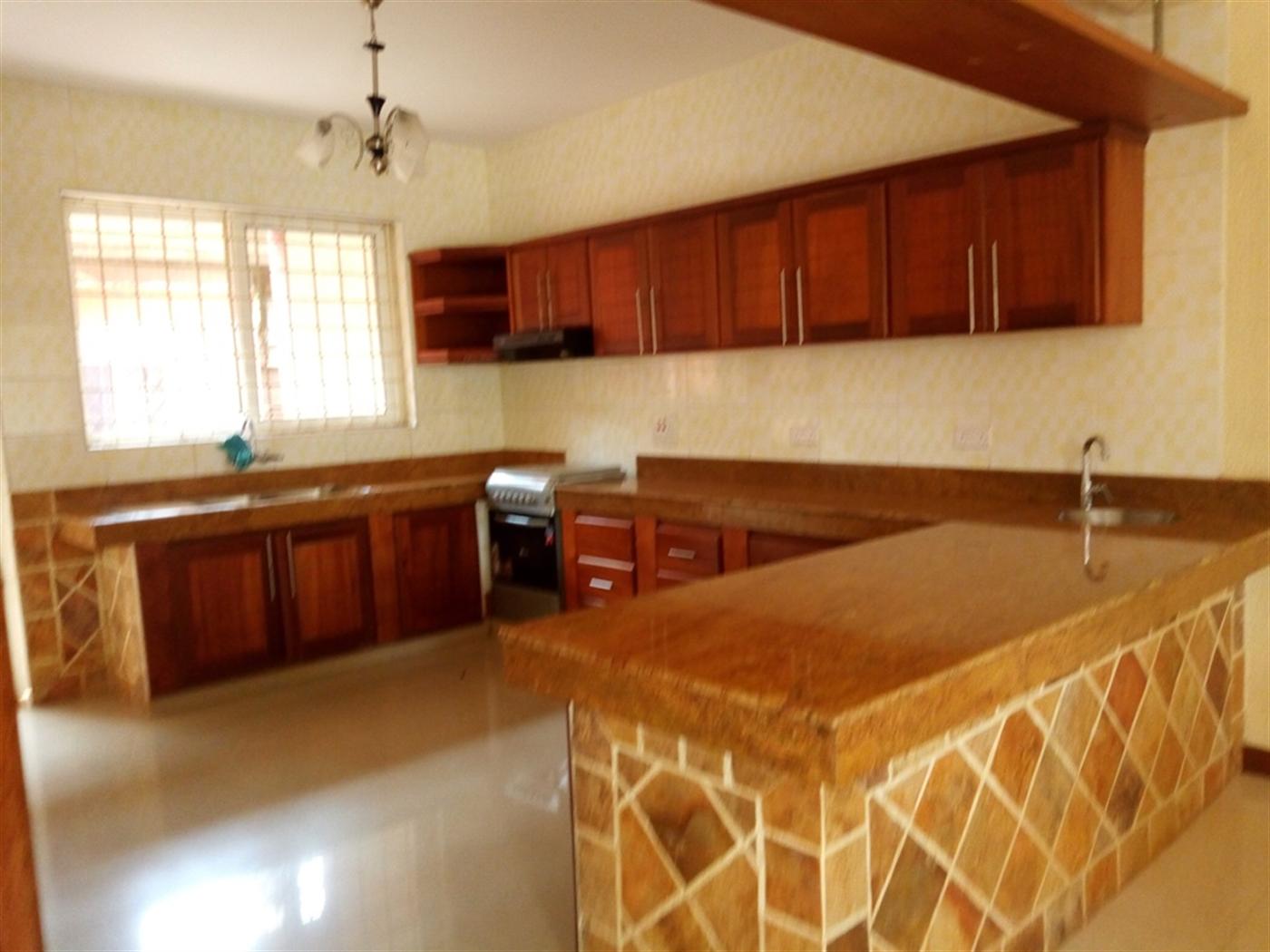 Mansion for rent in Bukesa Kampala