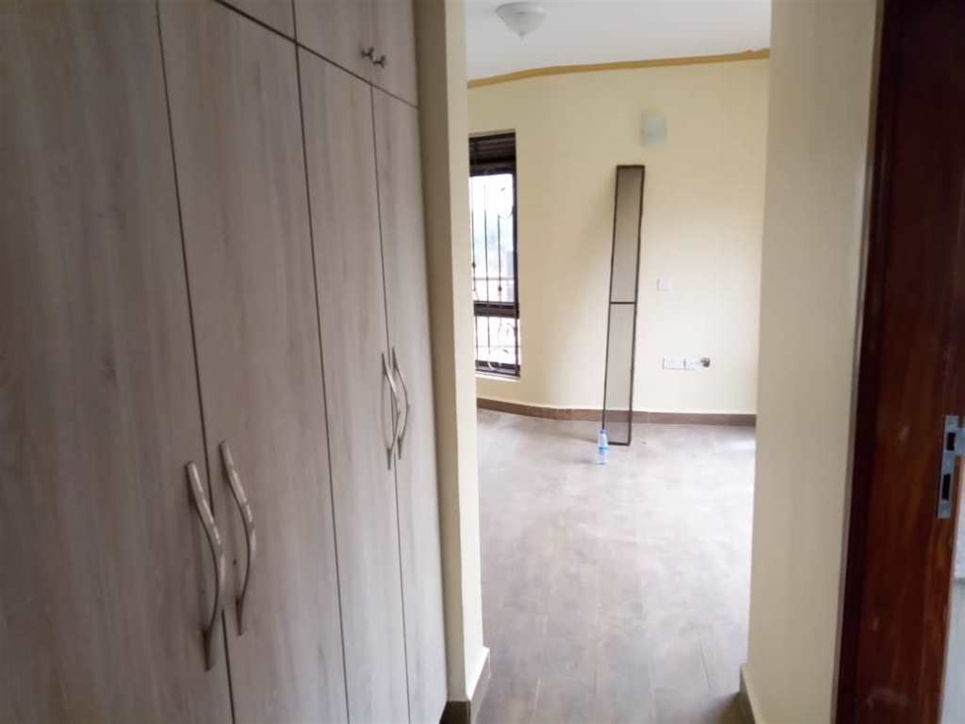Mansion for rent in Lweza Wakiso