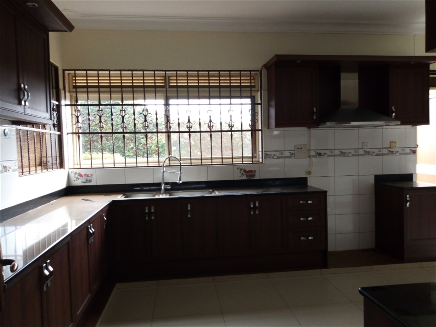Maisonette for sale in Bwebajja Wakiso