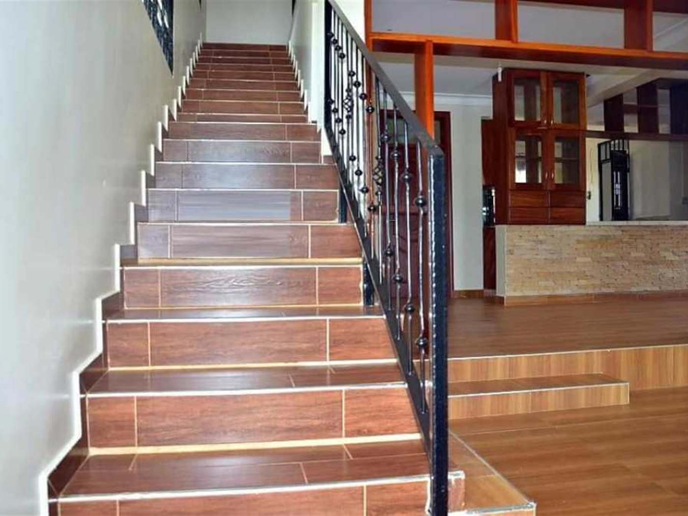 Mansion for rent in Kiira Wakiso