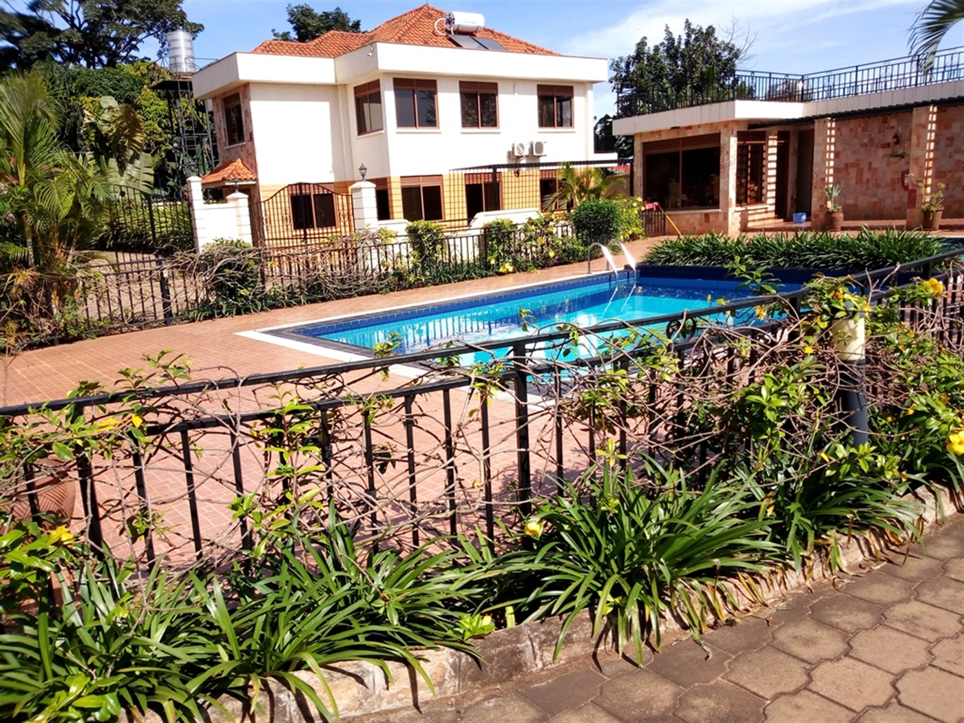 Mansion for rent in Luzira Kampala