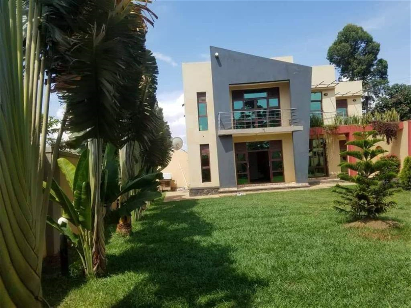 Mansion for sale in Kyanjja Kampala
