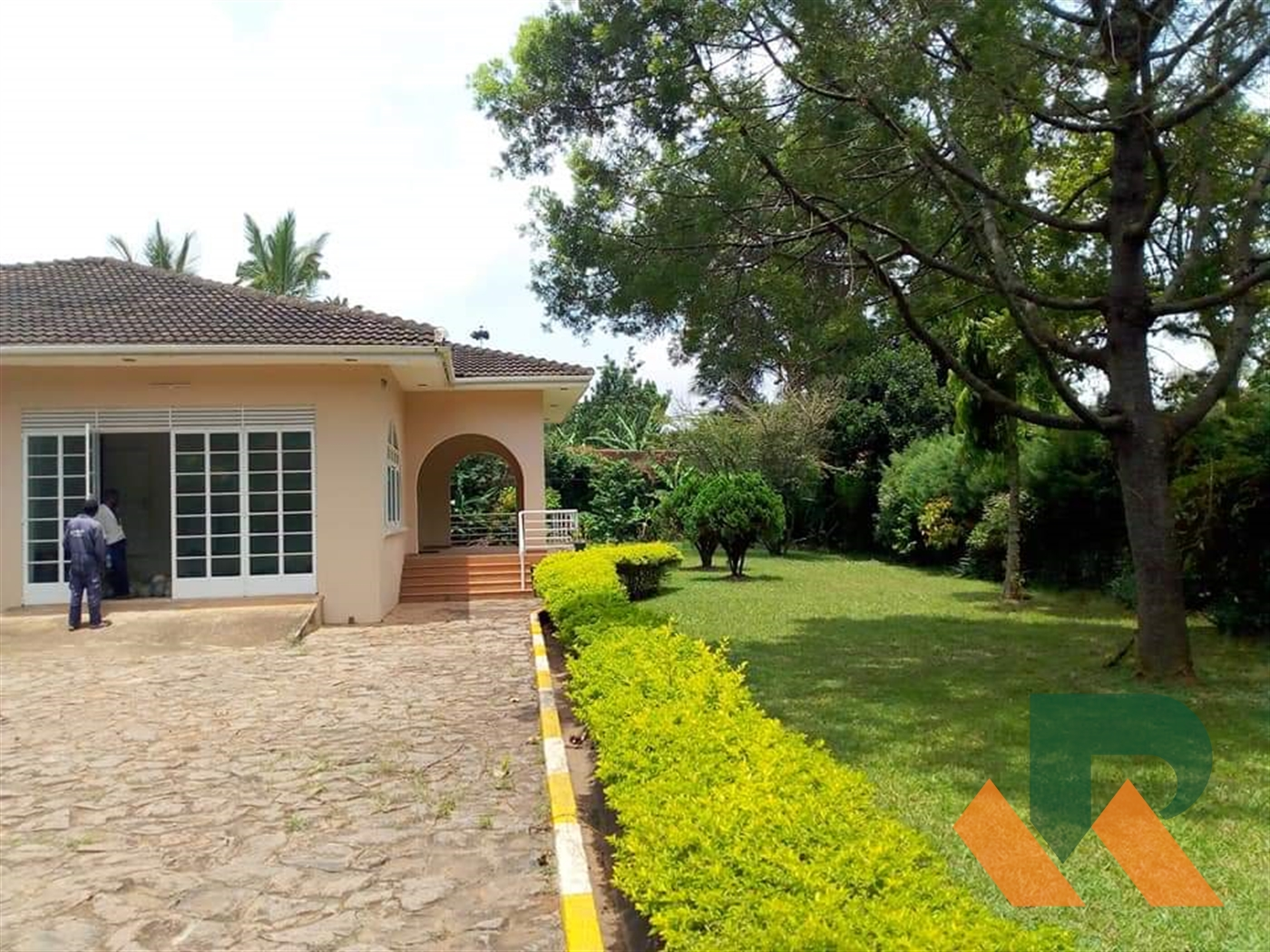 Bungalow for rent in Kansanga Kampala