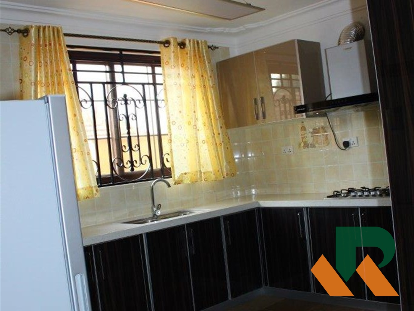 Duplex for rent in Bukoto Kampala