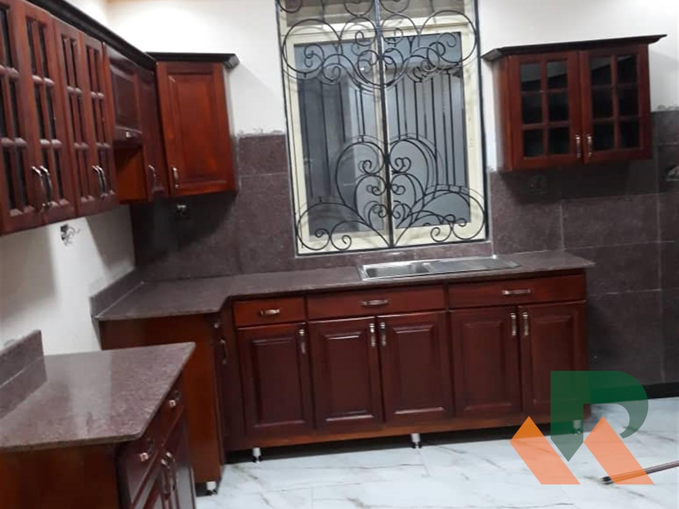Maisonette for sale in Bwebajja Wakiso