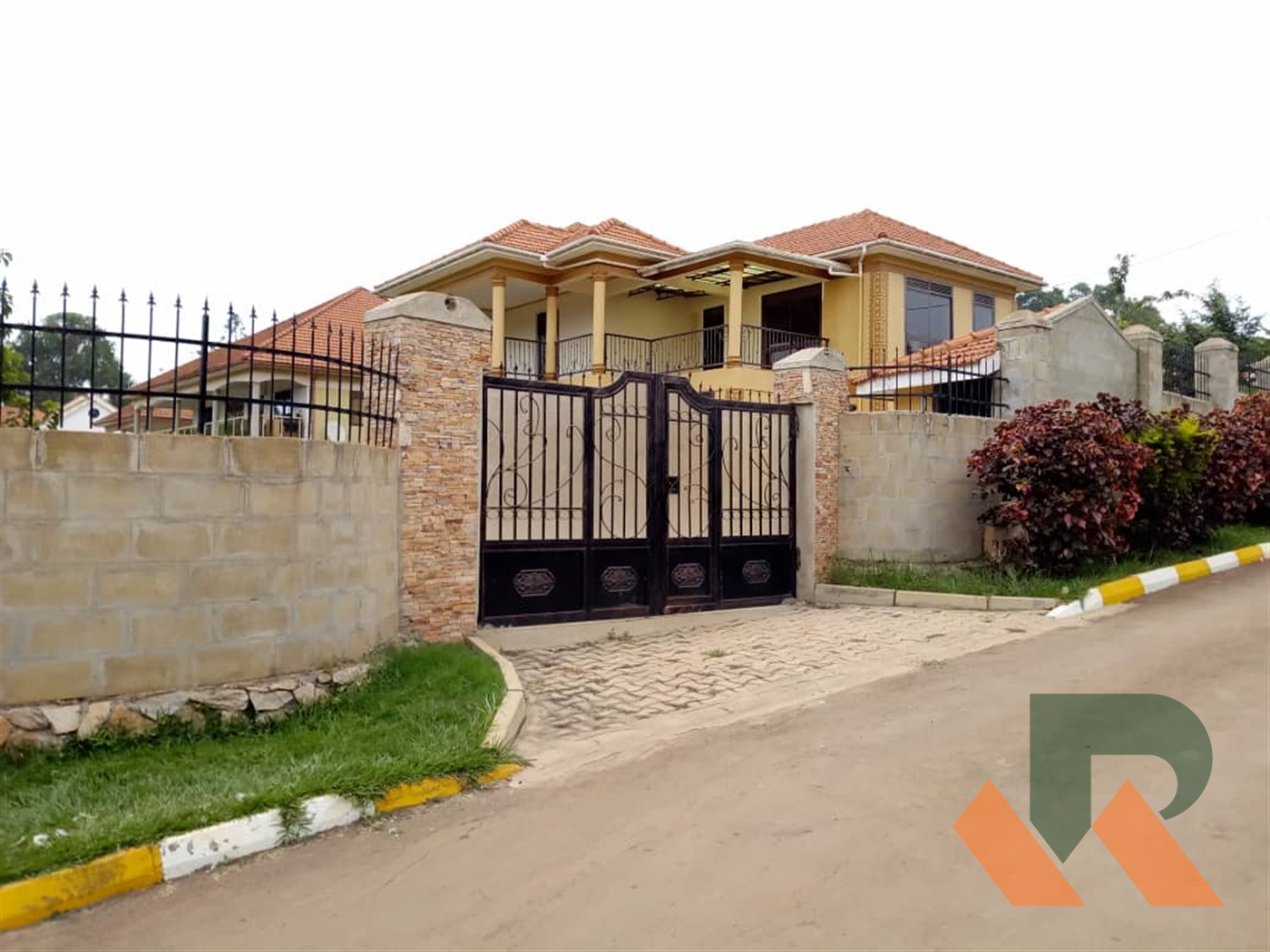 Storyed house for rent in Lweza Wakiso