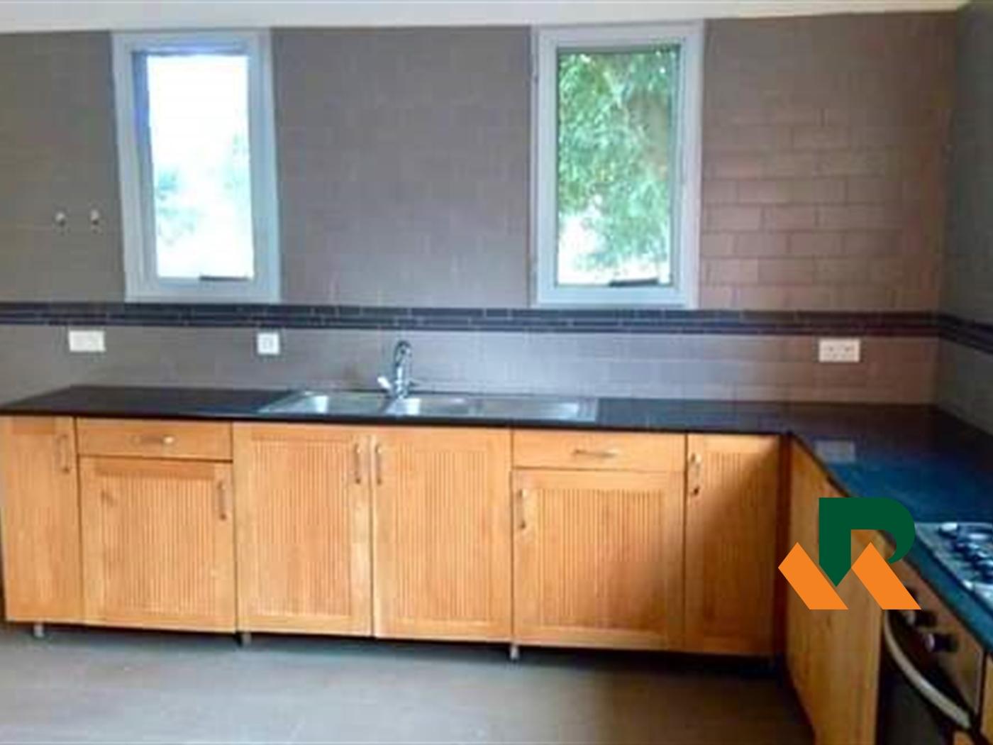 Villa for sale in Lubowa Wakiso