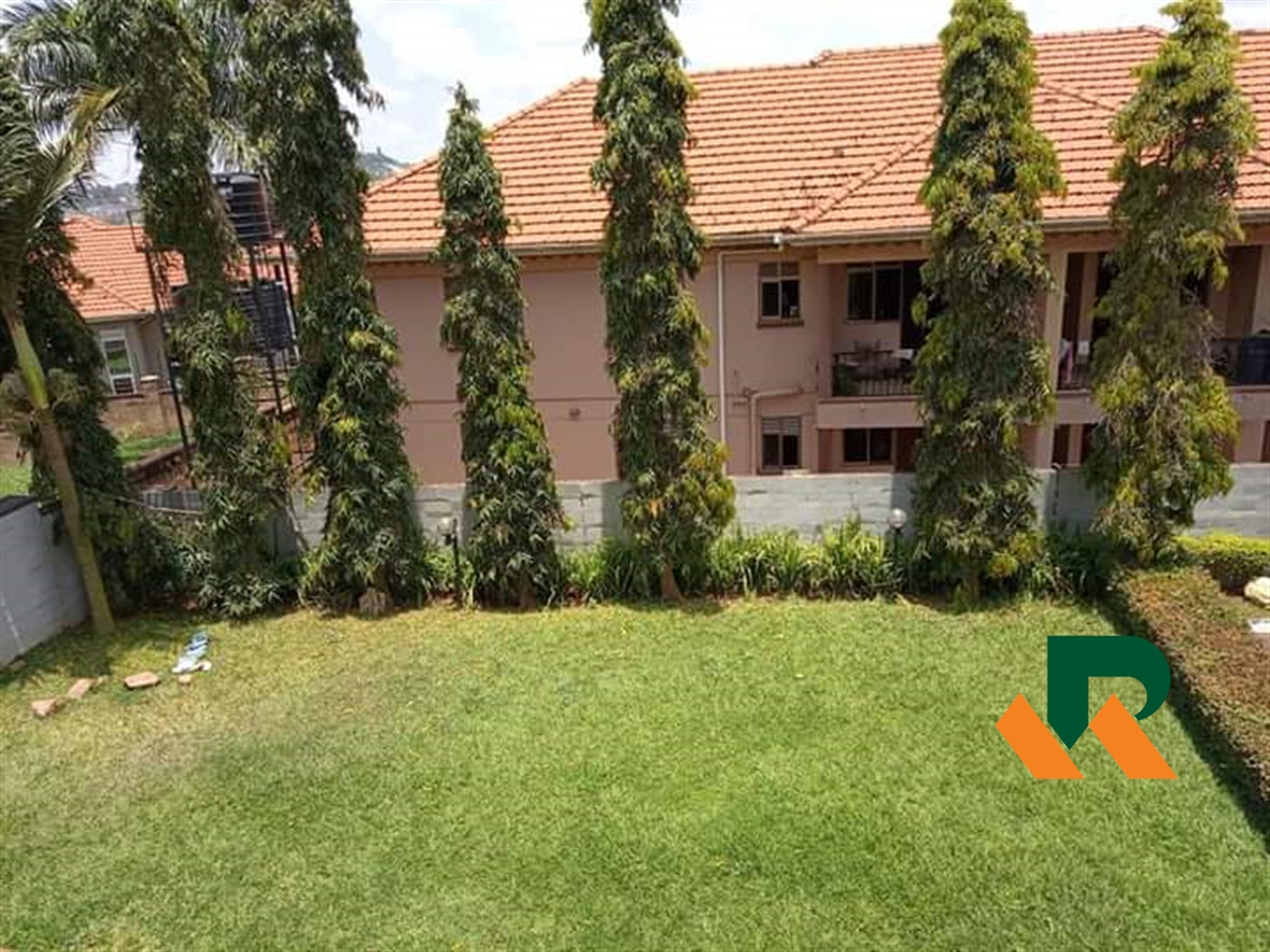 Storyed house for sale in Bbunga Wakiso