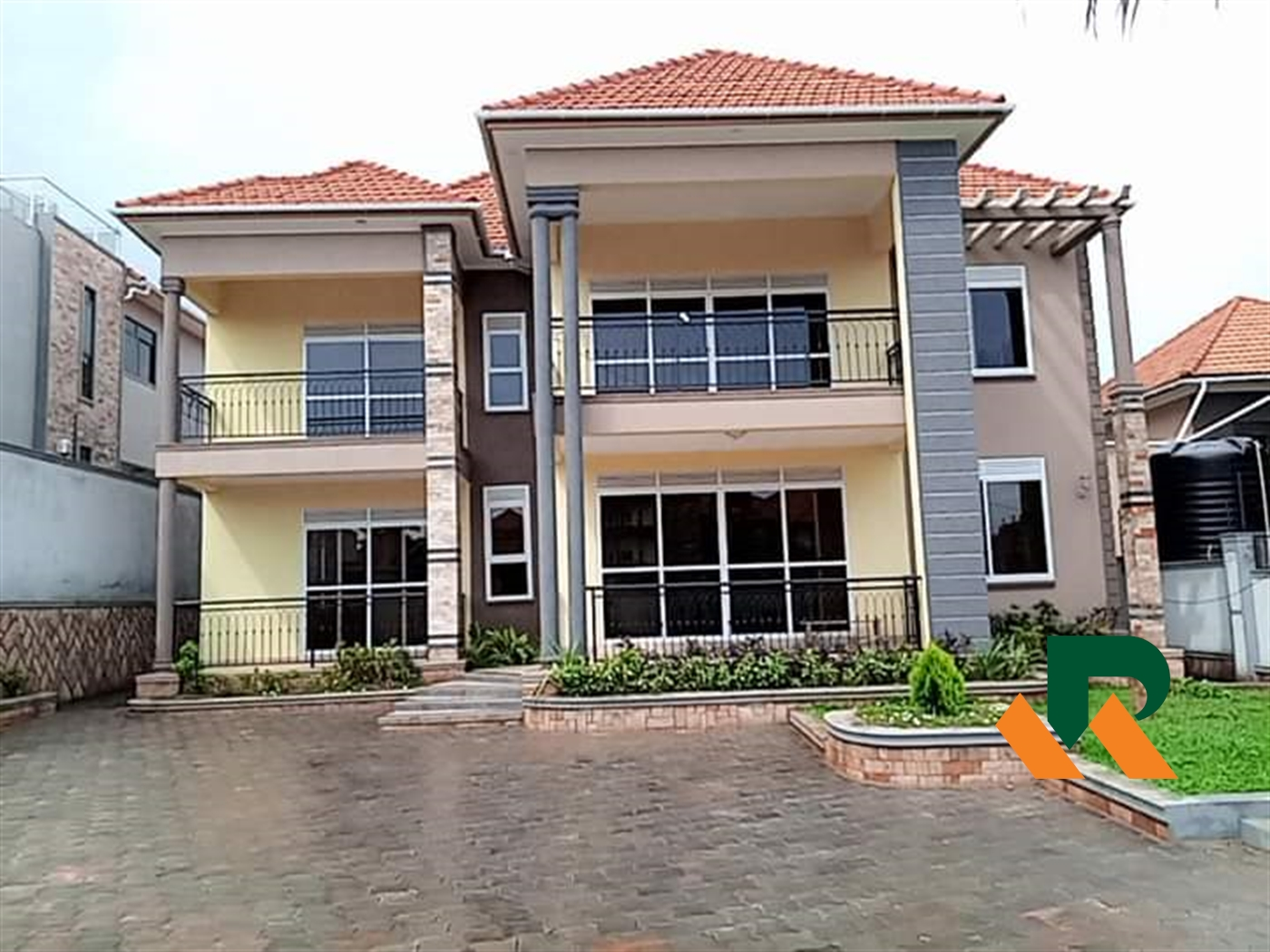 Storyed house for sale in Kyanja Wakiso