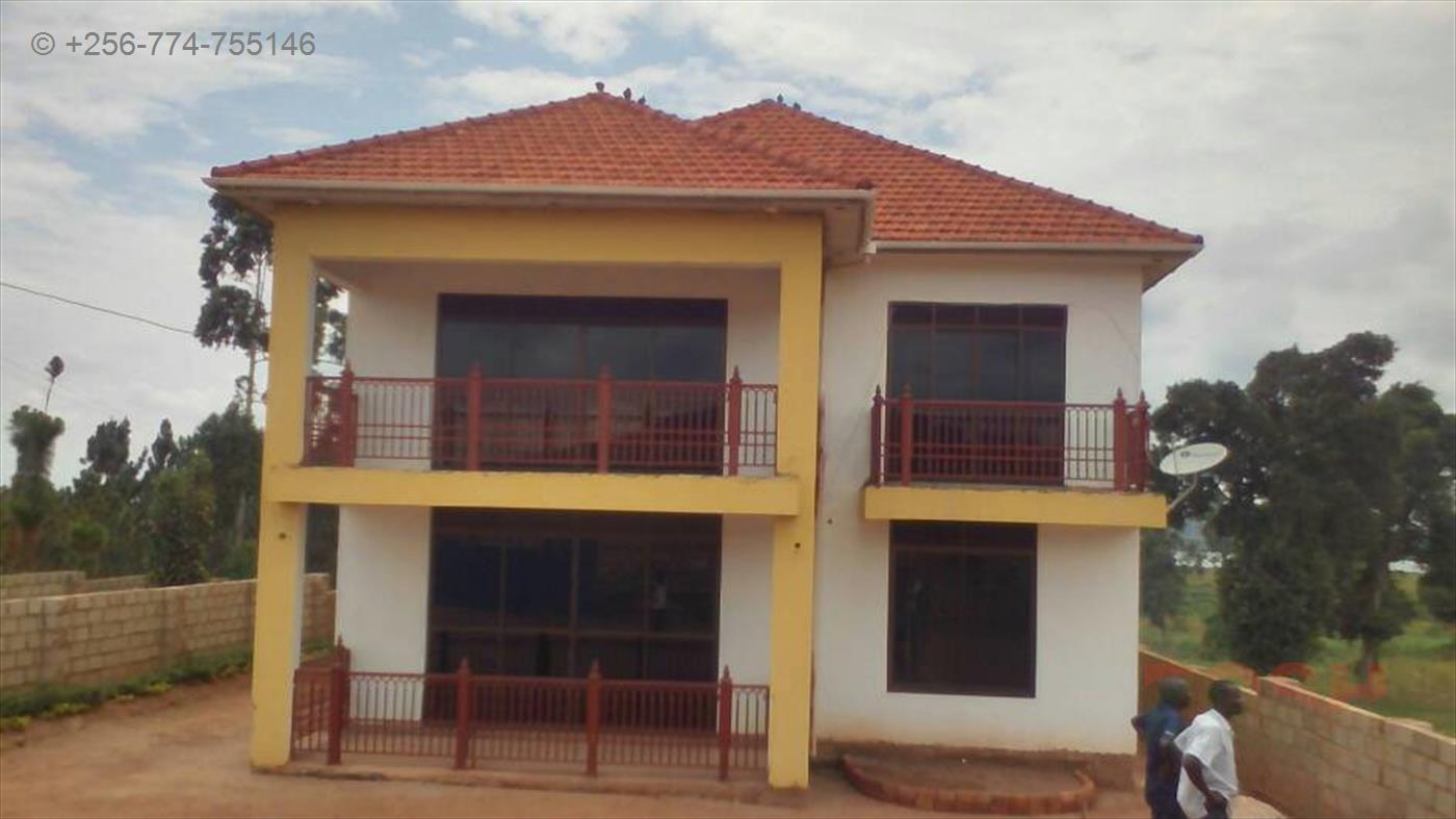 Mansion for sale in Kigo Wakiso