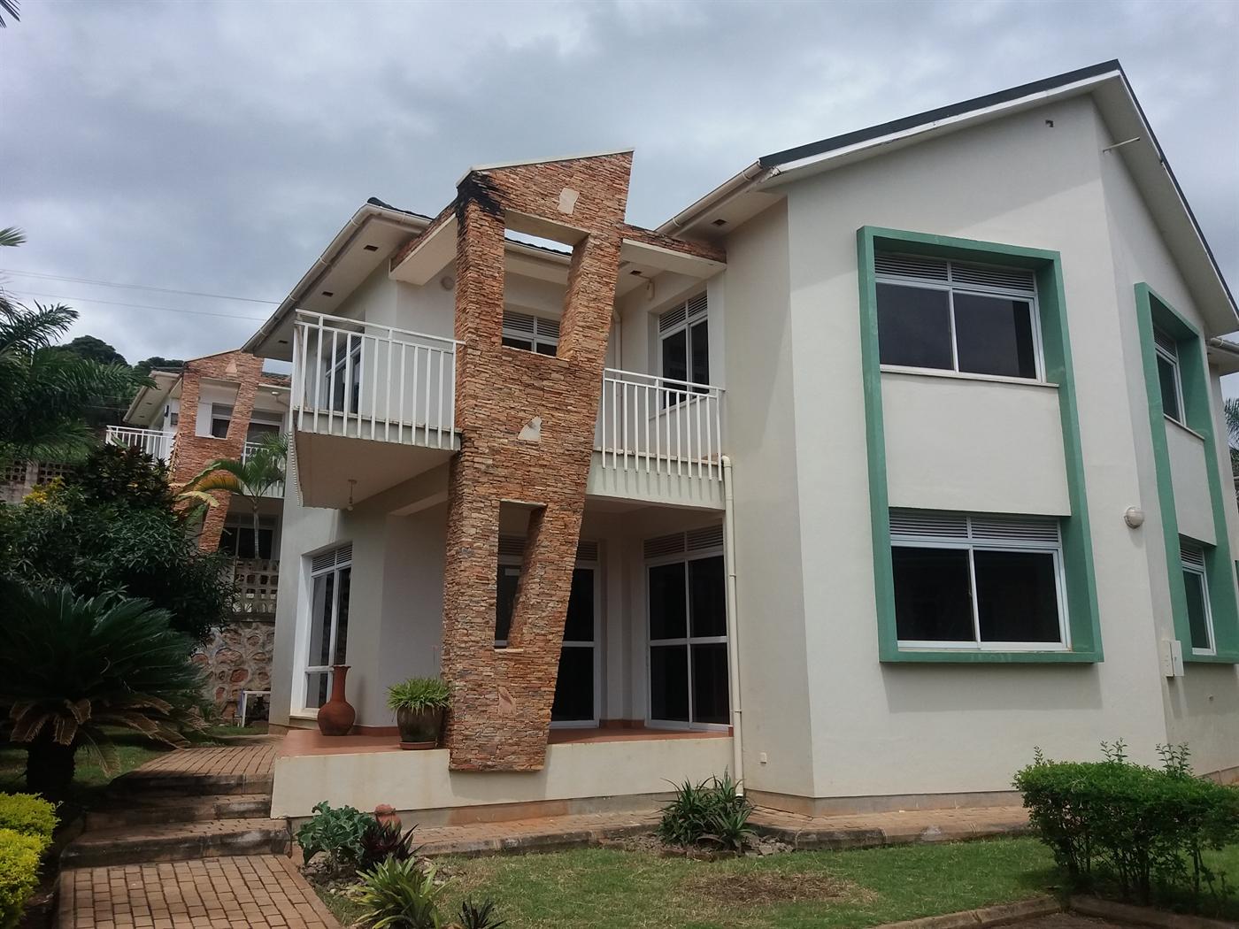 Duplex for sale in Lubowa Wakiso