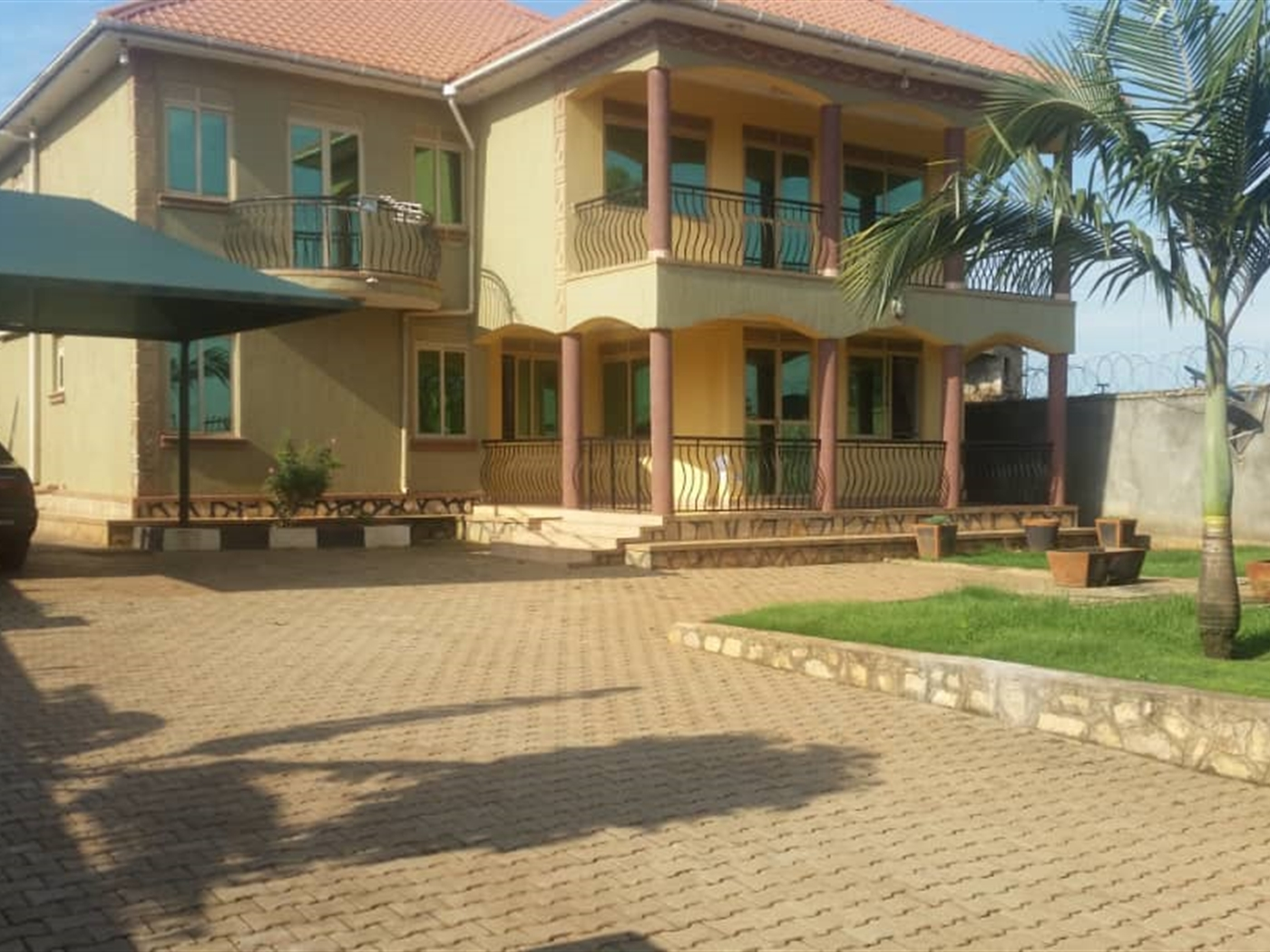Mansion for sale in Kirinya Wakiso