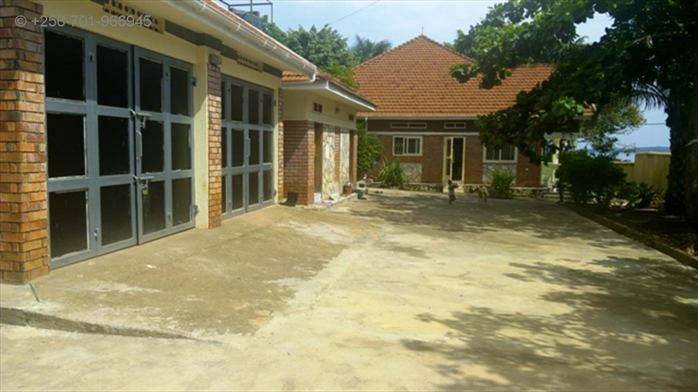 Bungalow for sale in Munyonyo Kampala
