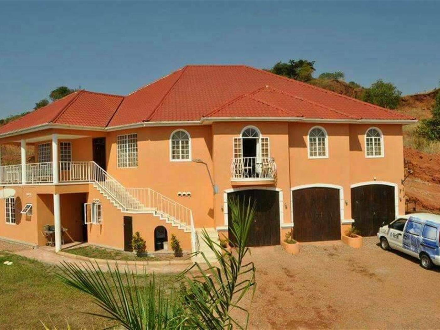 Mansion for sale in Seguku Wakiso