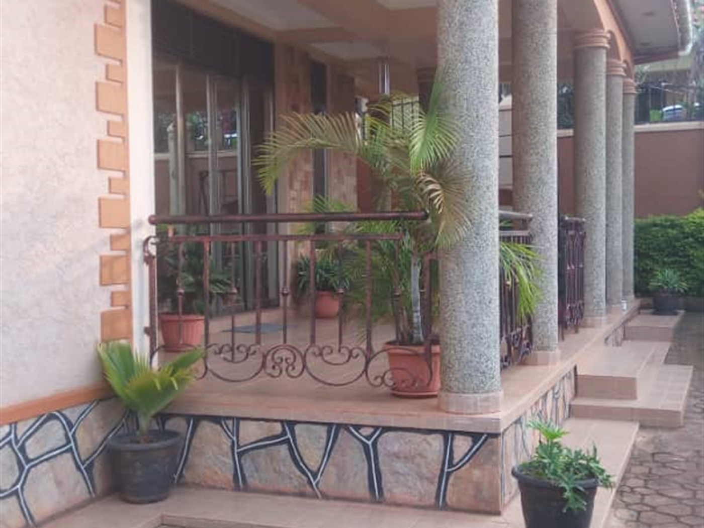 Mansion for rent in Akright Wakiso
