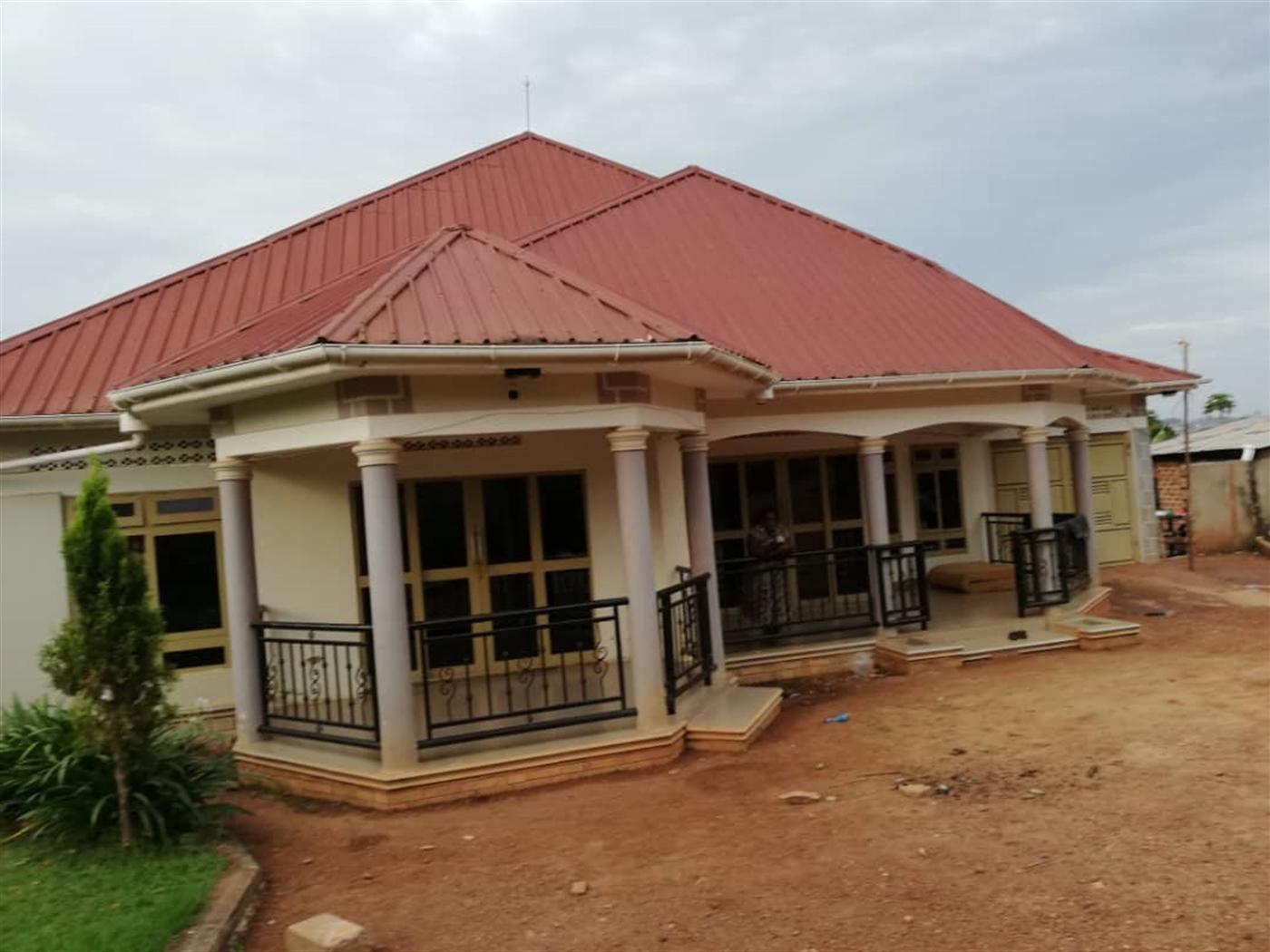 Mansion for sale in Buddo Masaka