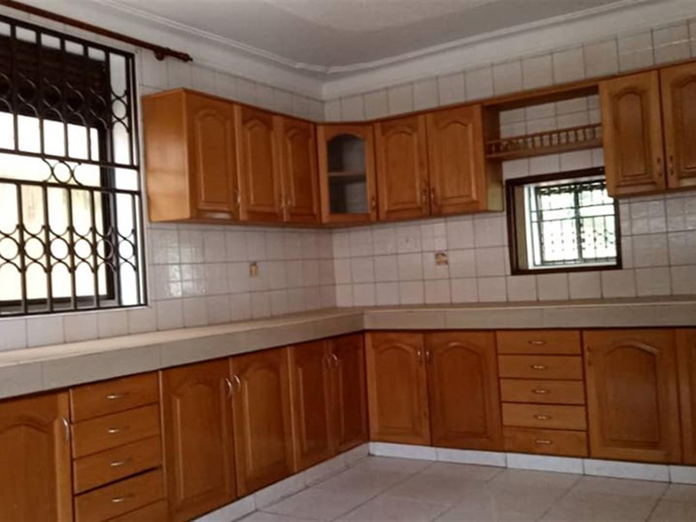 Mansion for sale in Naguru Wakiso
