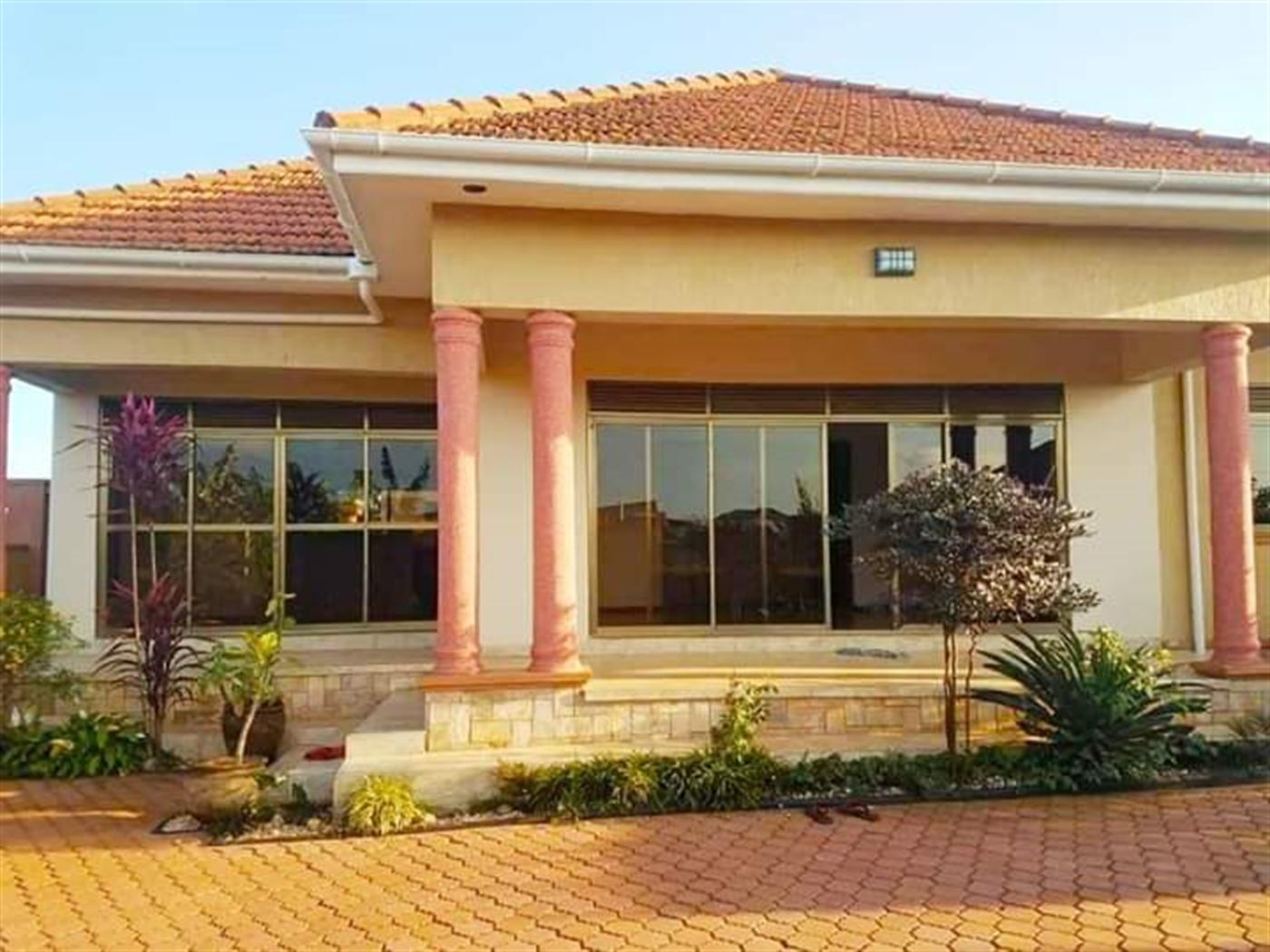 Villa for sale in Bwelenge Wakiso