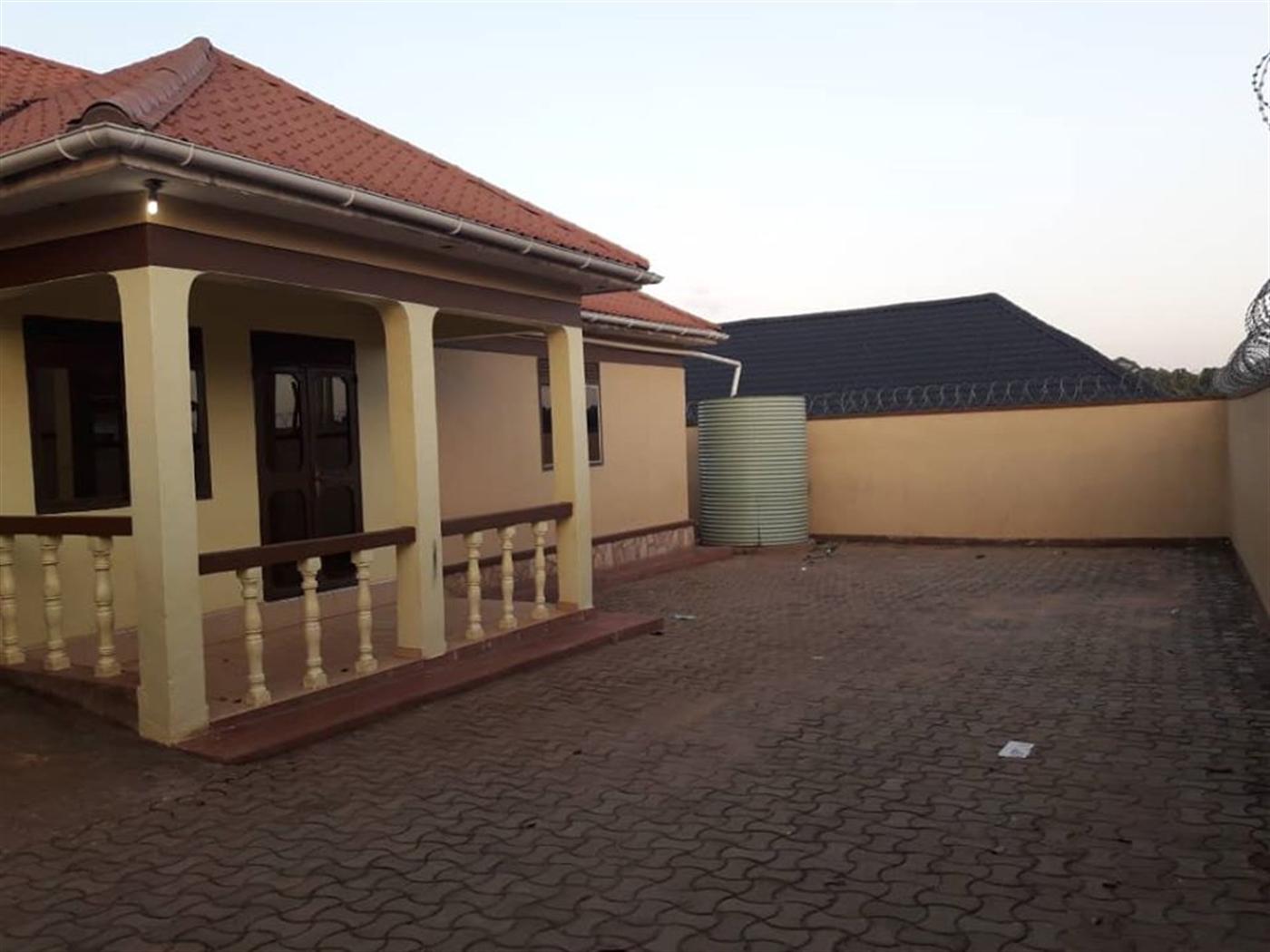 Villa for sale in Gayaza Wakiso