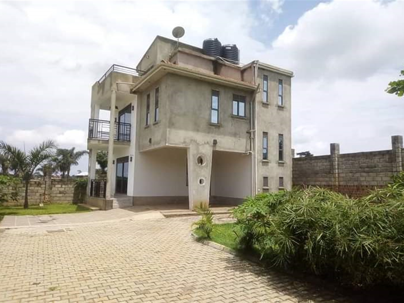 Storyed house for sale in Katabi Wakiso