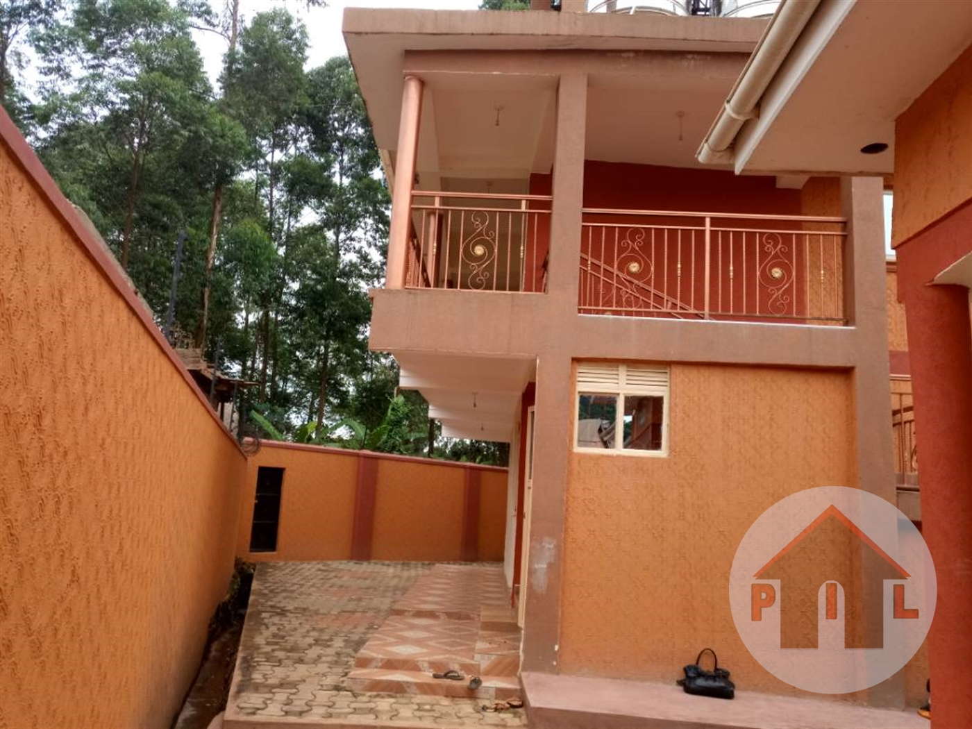 Town House for sale in Kisaasi Wakiso
