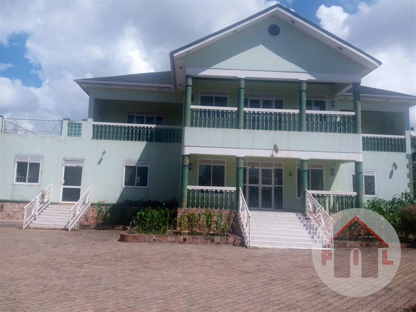 Mansion for sale in Mutungo Wakiso