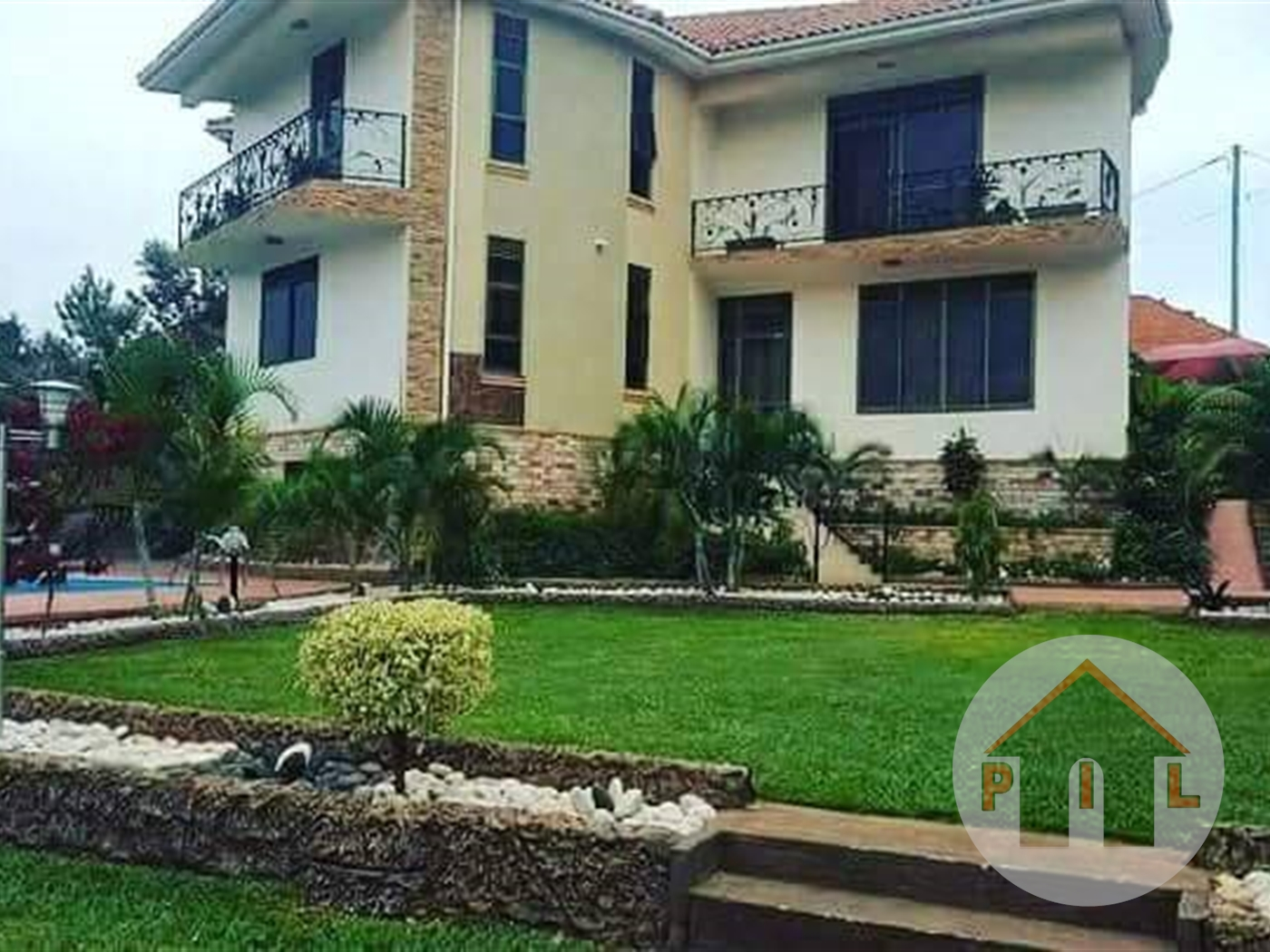 Mansion for sale in Kyaliwajala Wakiso