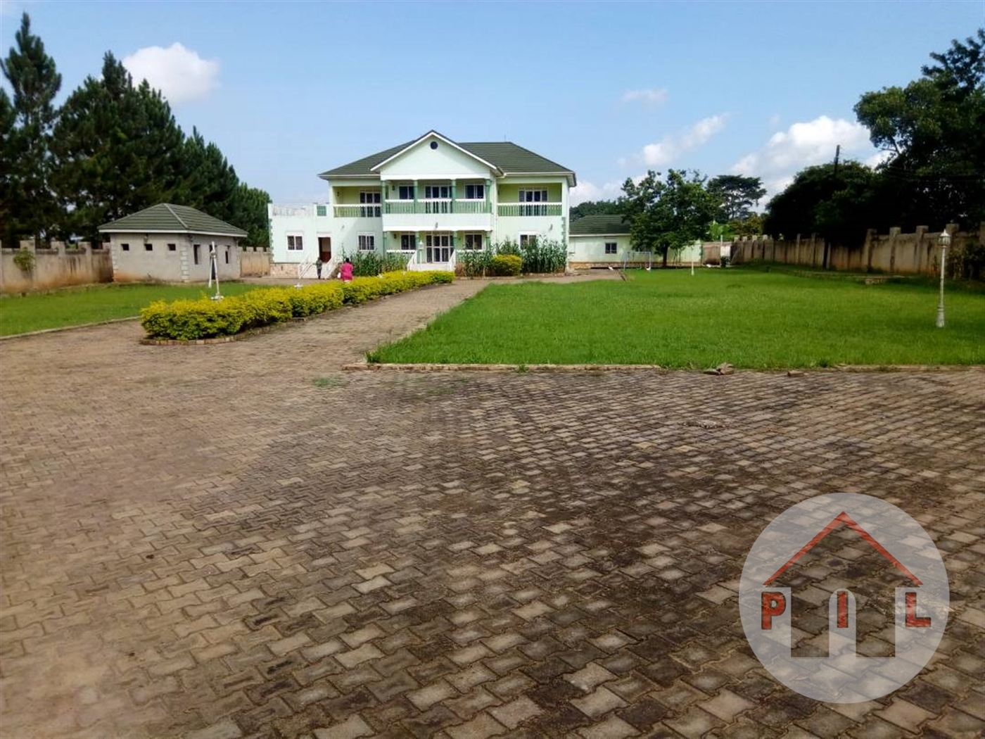 Mansion for sale in Lweza Wakiso