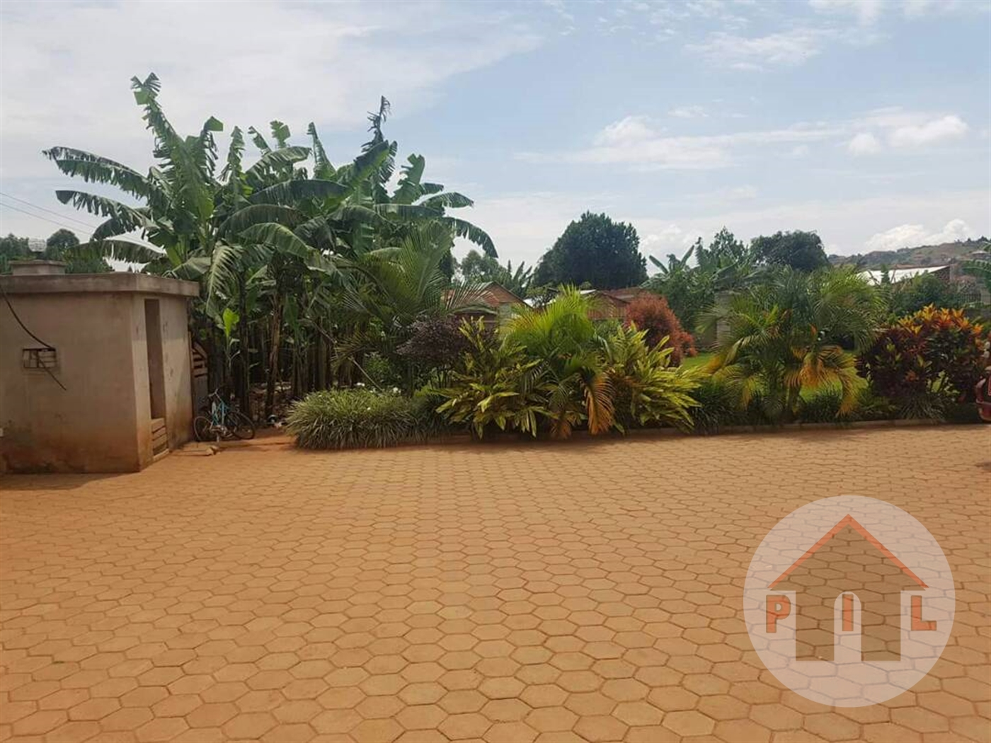Mansion for sale in Akright Wakiso