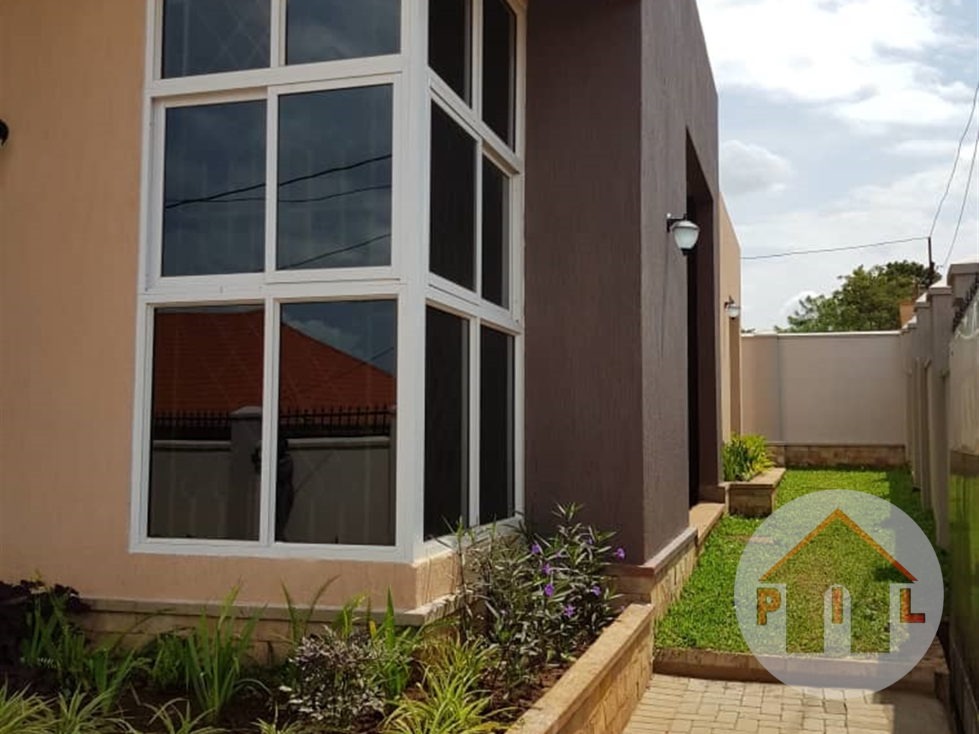 Villa for sale in Kira Wakiso