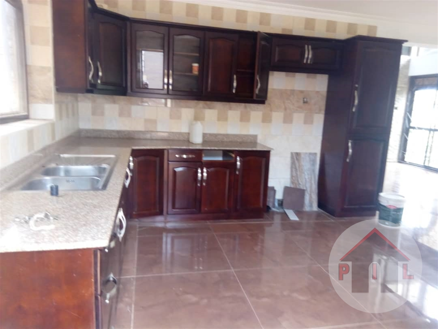 Mansion for sale in Abaitababiri Wakiso