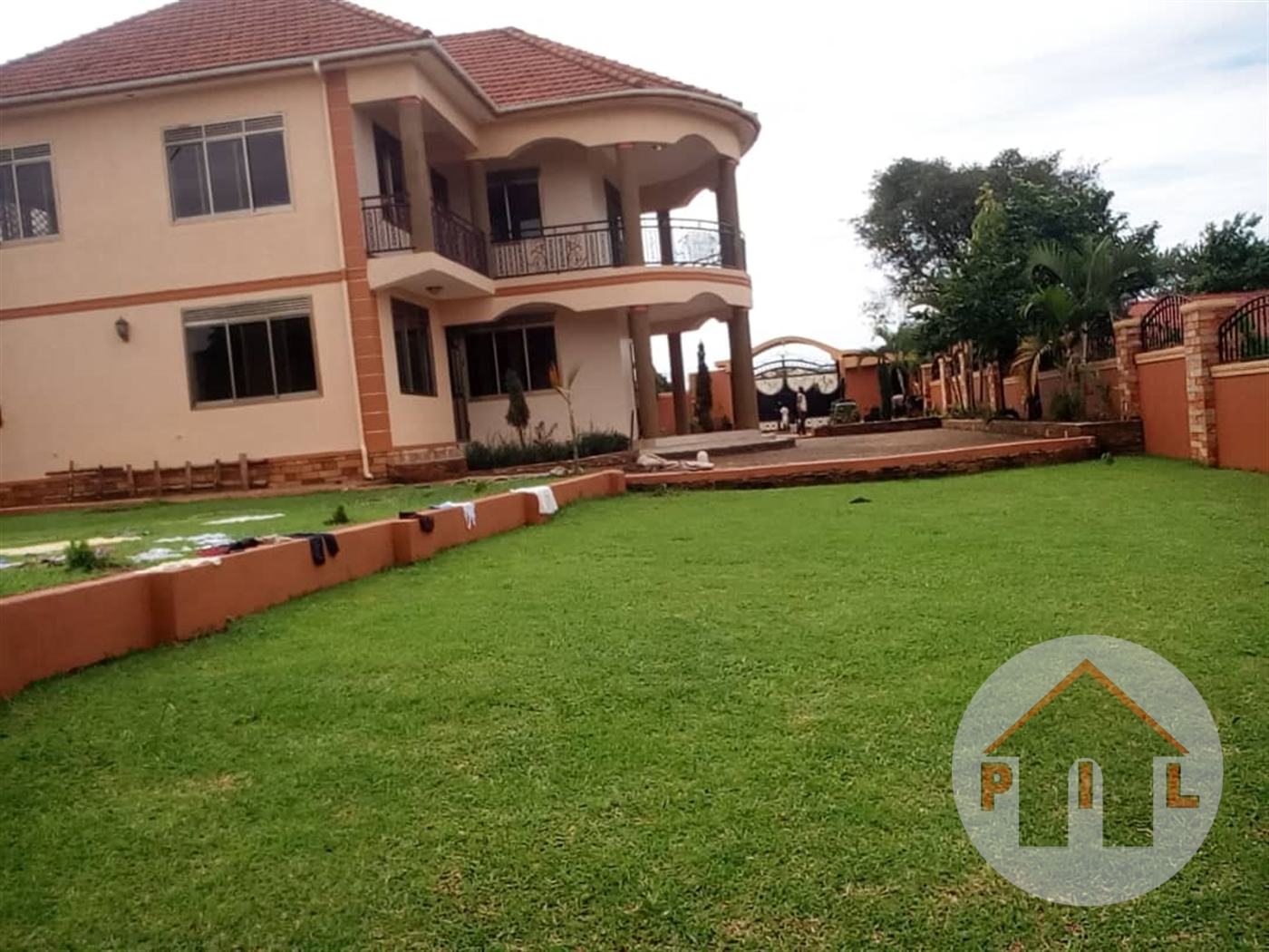 Mansion for sale in Kajjansi Wakiso