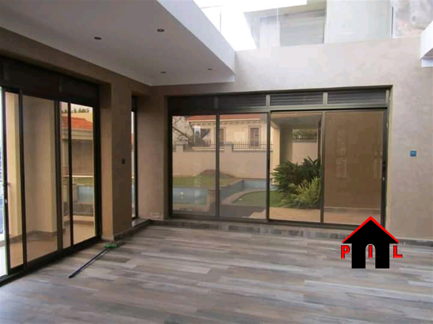 Mansion for sale in Mutungohill Kampala