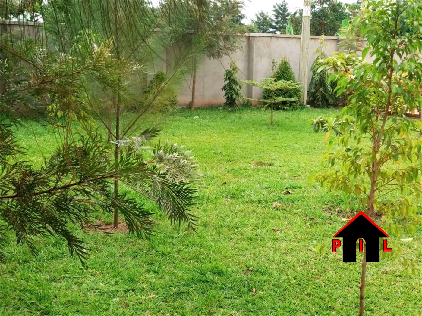 Mansion for sale in Busukuma Wakiso