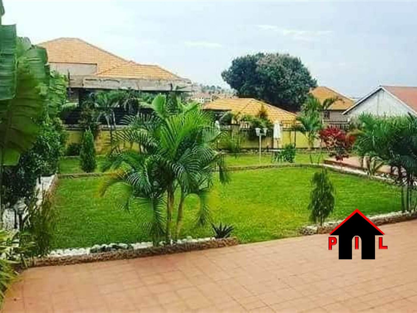 Mansion for sale in Kyaliwajjala Wakiso