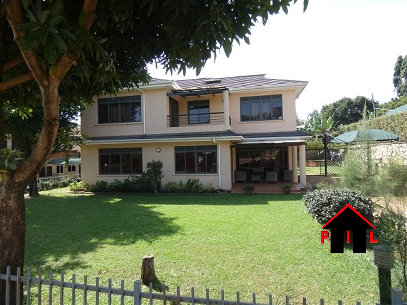 Storyed house for sale in Munyonyo Kampala