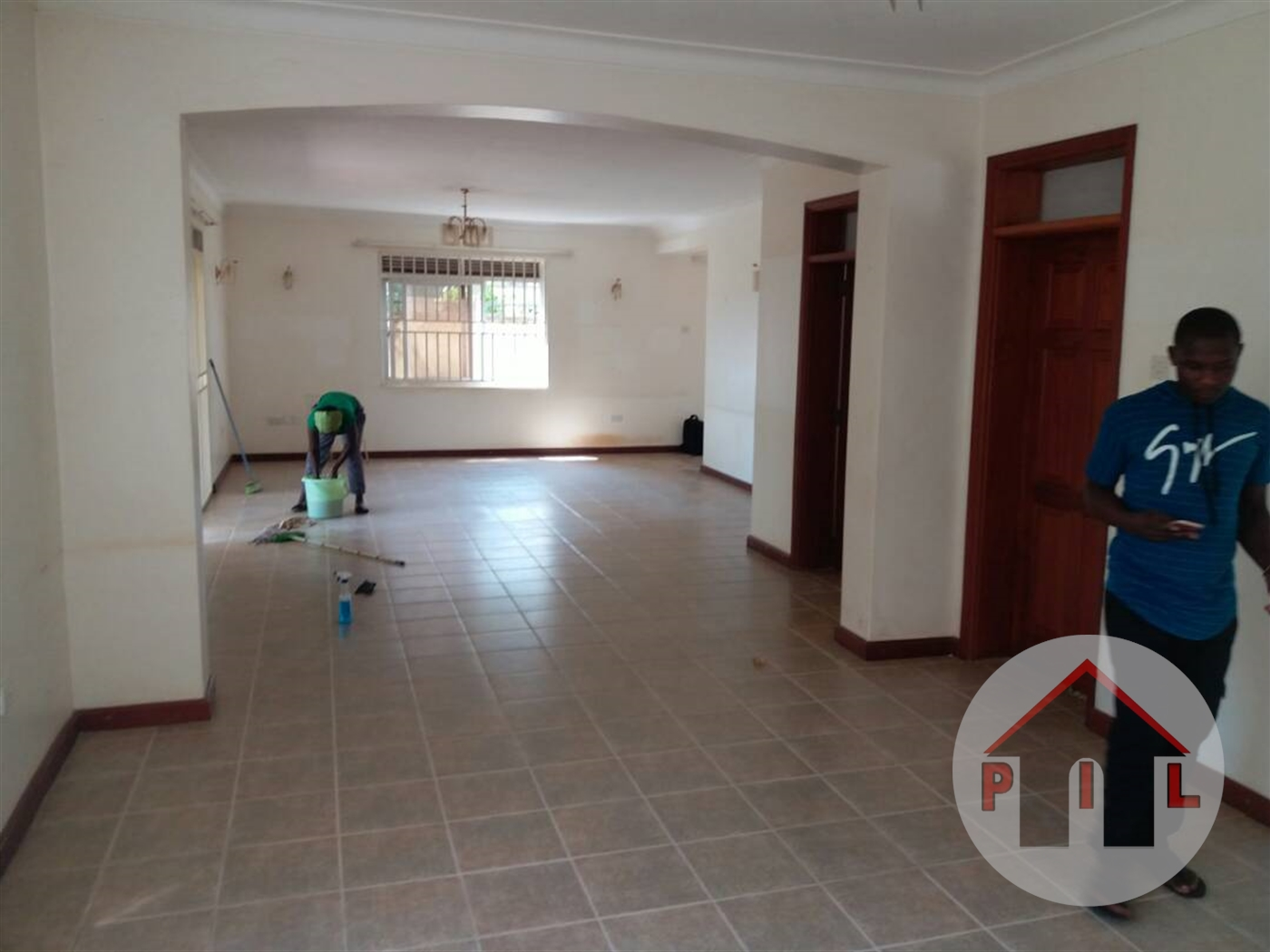 Bungalow for sale in Soweto Masaka