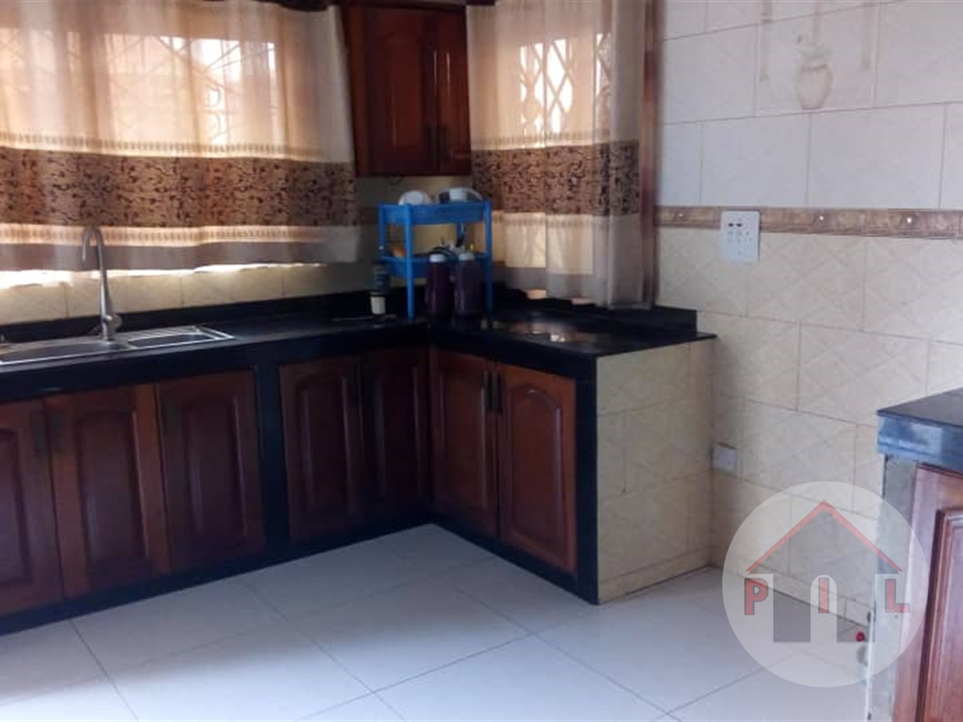 Bungalow for sale in Manya Rakai