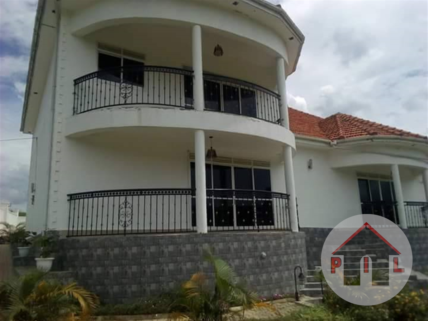 Mansion for rent in Bwebajja Wakiso