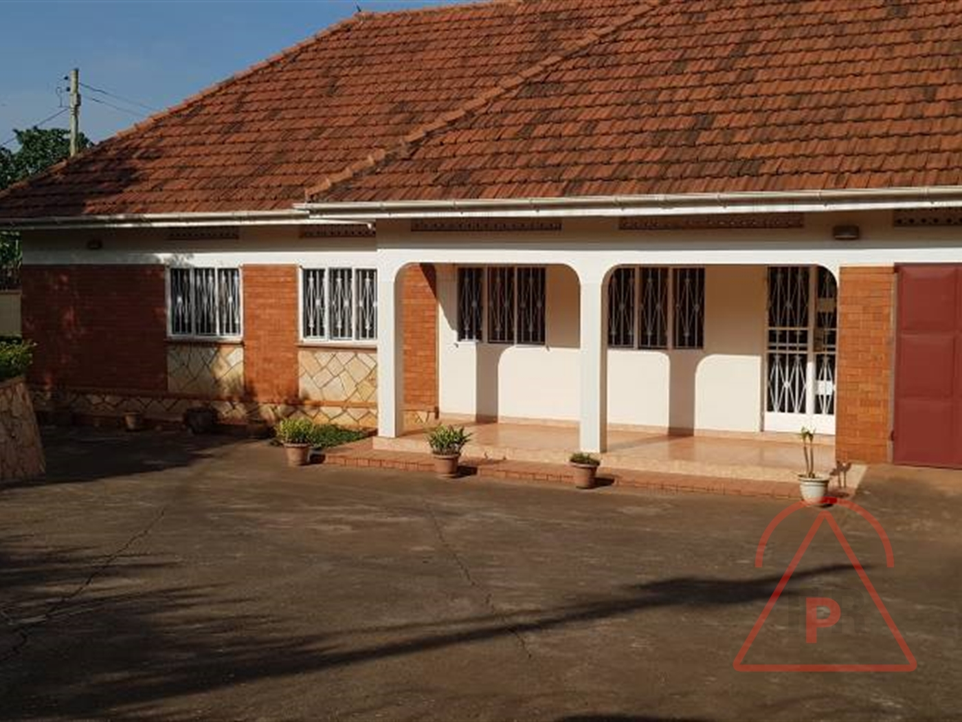 Bungalow for sale in Kamwokya Kampala