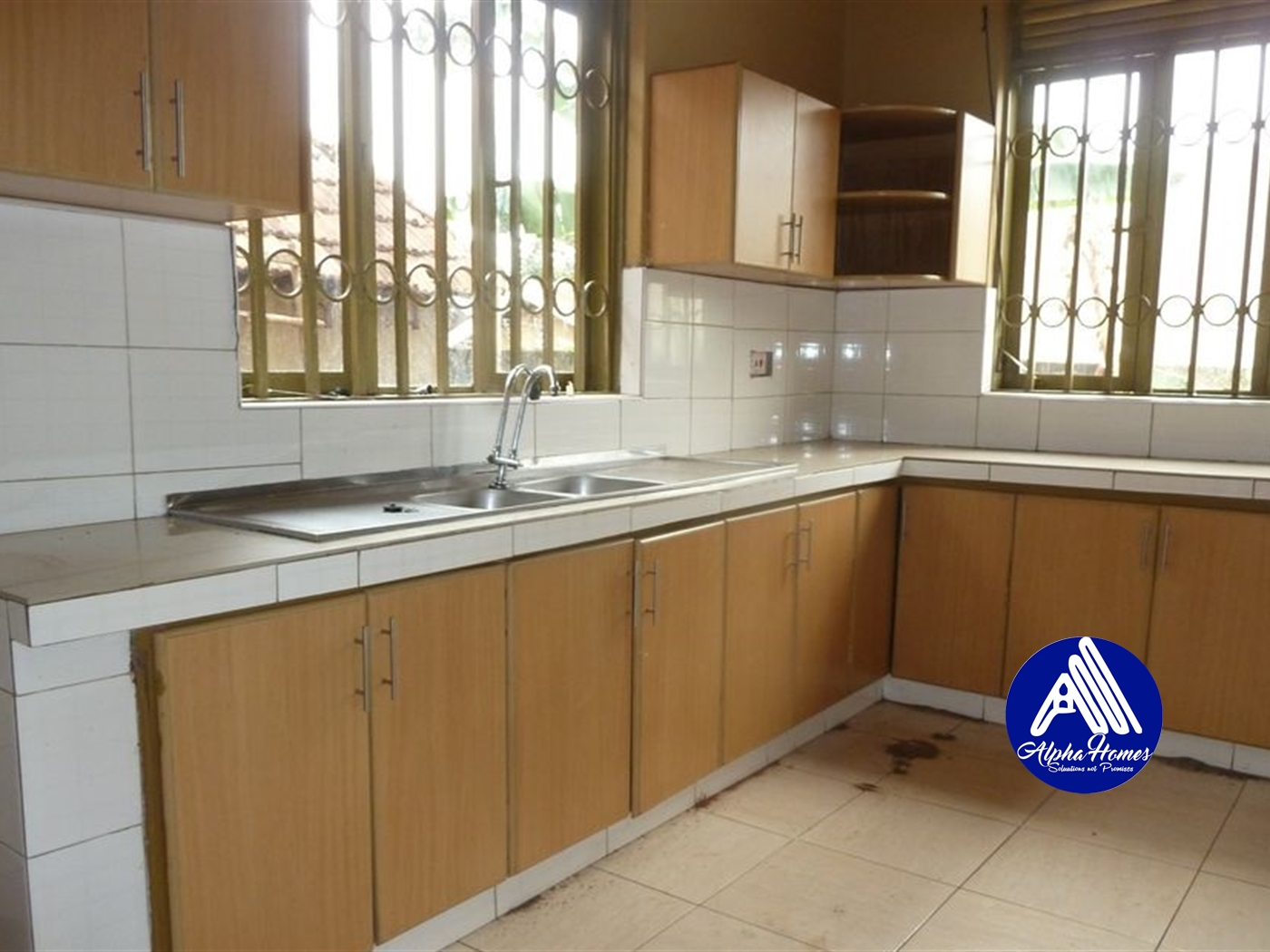 Bungalow for rent in Mutungo Kampala