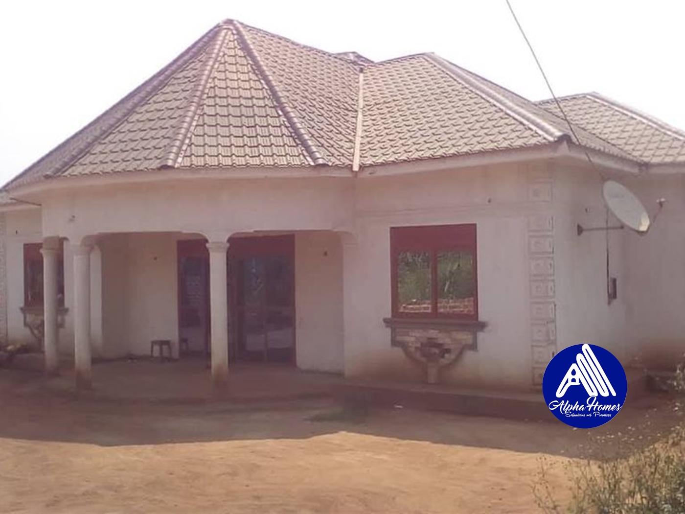 Bungalow for sale in Kasanganti Wakiso