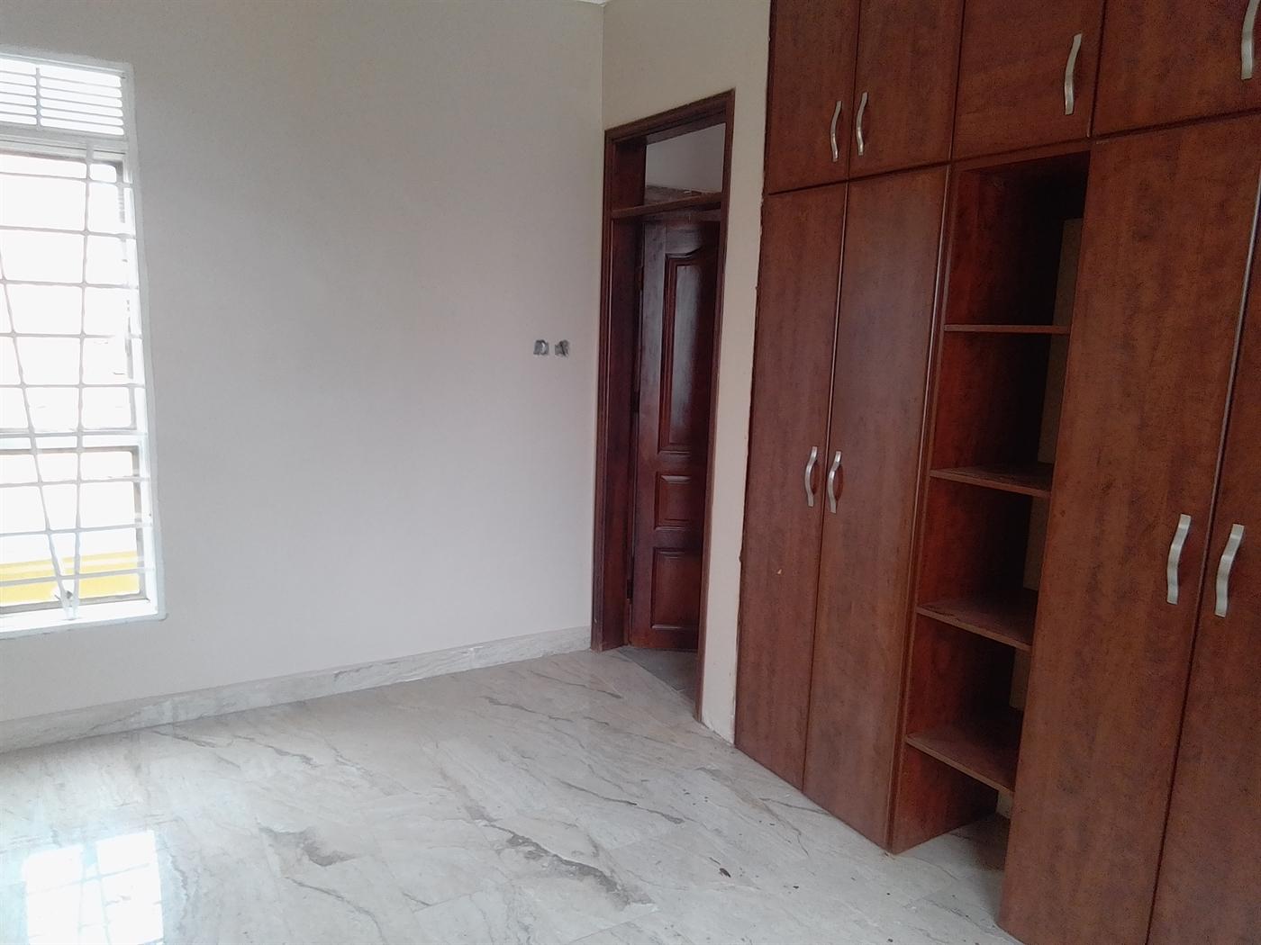 Villa for sale in Kira Wakiso