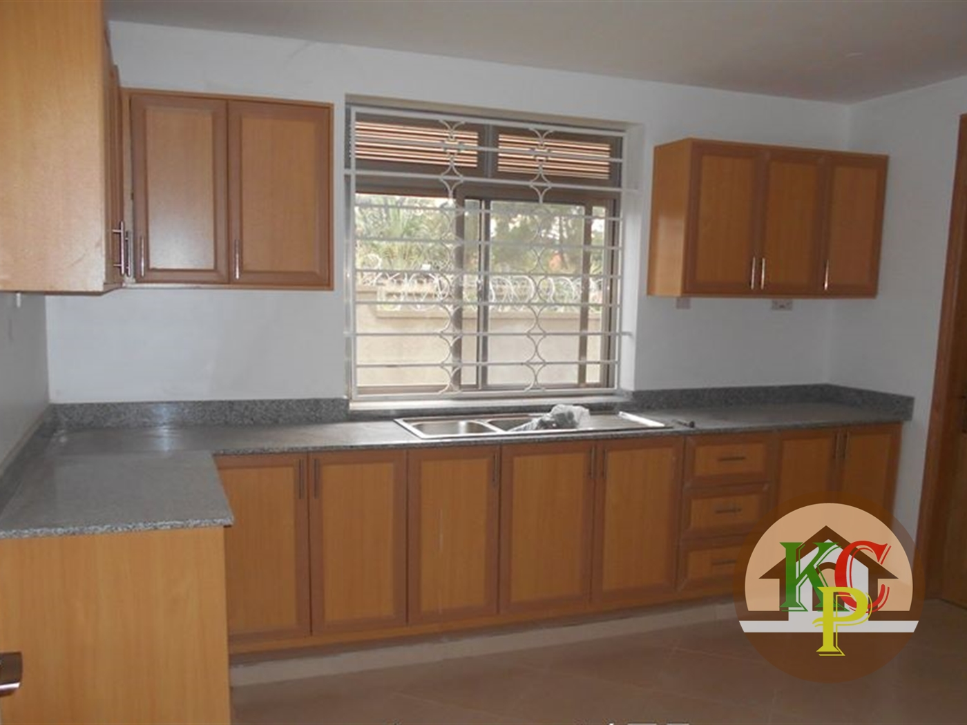 Mansion for rent in Kira Wakiso