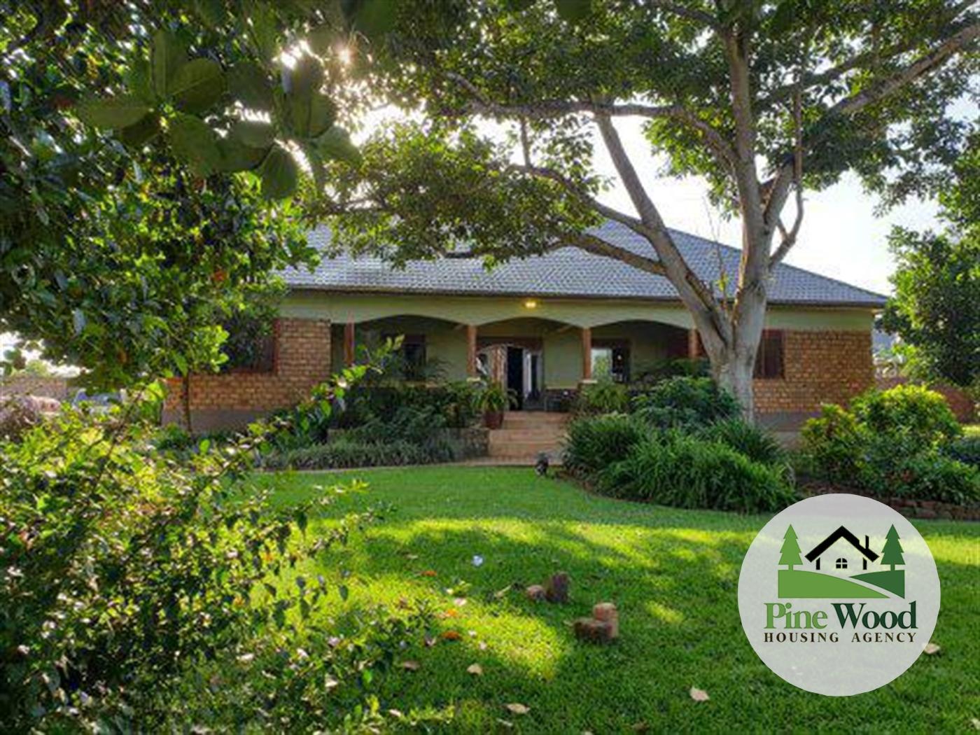 Mansion for sale in Kasangati Wakiso